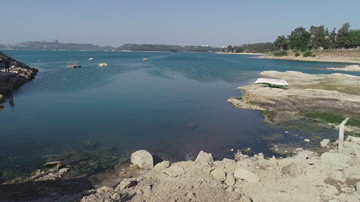 Ülkenin en temiz gölleri arasında bulunan Seyhan Baraj Gölüne sahip çıkılmasını isteyen Cengiz Özdemir, Burada tam bir çevre katliamı yaşanıyor. İnsanlar burada yüzüyor, suyun rengi değişmeye başladı. Ayrıca bu gölden tarım alanları sulanıyor.