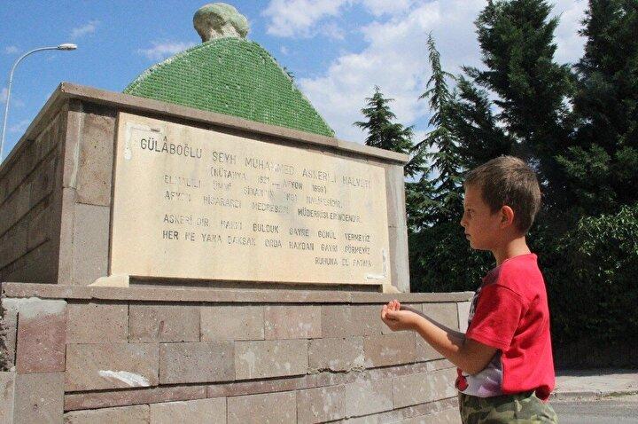 Muhammed Askeri'nin divanının bir nüshası Afyonkarahisar'da, biri Konya'da ve üçüncüsü İstanbul Üniversitesi kitaplığında bulunuyor. 35 yılın ardından vefat eden Muhammed Askeri'nin bugün türbesinin olduğu yere gömüldüğüne inanılıyor. Bazı kaynaklarda ise mezarının Kütahya'da olduğu belirtiliyor.