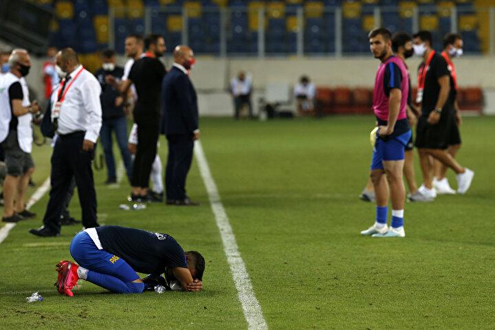 Küme düşen Ankaragücünde futbolcular gözyaşlarına hakim olamadı