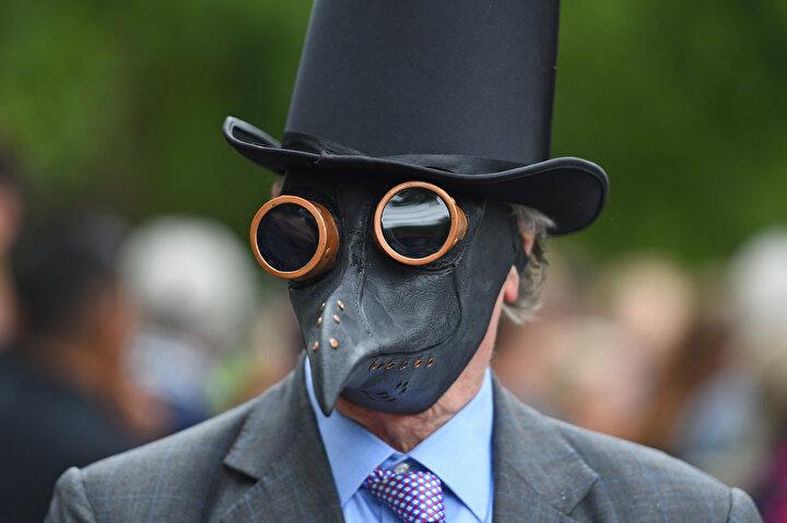 Hyde Parktaki eyleme katılanlar, maske zorunluluğunu ve sosyal mesafe kurallarını insan hakları ihlali olarak niteledi.