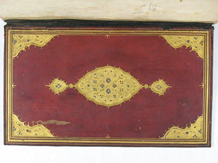 Ayasofya Kütüphanesinde bulunan bazı yazma eserlerin ciltlerindeki mevcut şemse örnekleri.