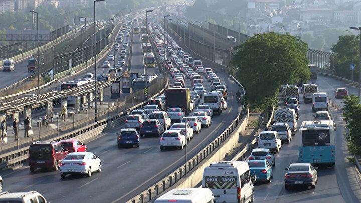 İBB Alt Yapı Hizmetler Müdürlüğü tarafından 18 Temmuz 2020 tarihinde Haliç Köprüsü üzerinde başlatılan ve yapımı devam eden çalışmalar nedeniyle haftanın ilk iş günü sabahın erken saatlerinde Ankara istikametinde trafik yoğunluğu oluştu.