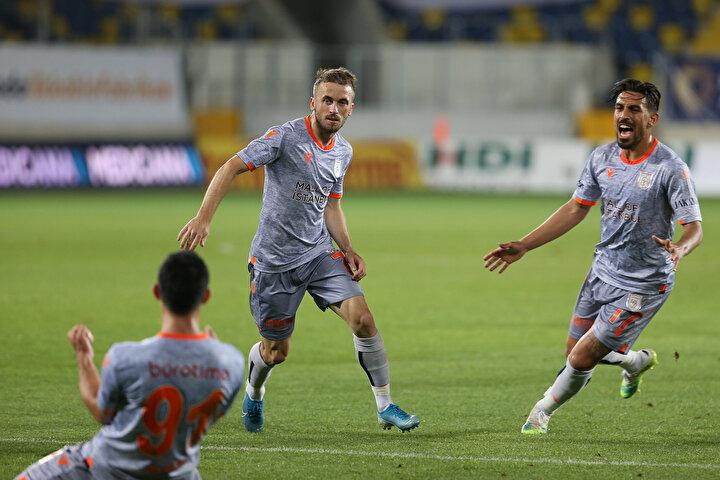 Medipol Başakşehirin yıldız oyuncusu, turuncu-lacivertli forma ile Süper Ligde 265 maça çıktı. Visca bu karşılaşmalarda fileleri 75 kez havalandırdı 76 da asist yaptı.