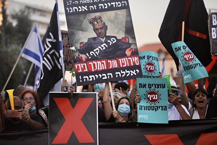 """""""Siyah Bayrak Hareketi"""" olarak bilinen grup tarafından organize edilen gösteri, Batı Kudüs'teki Başbakanlık konutu önünde başladı."""