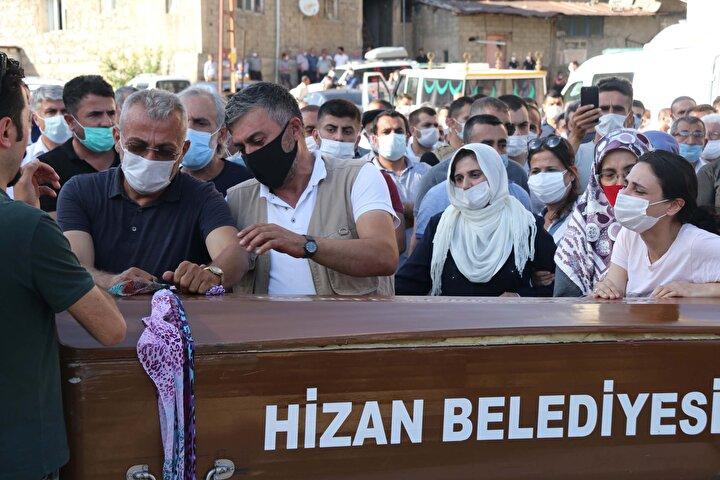 Pınar Gültekin'in cansız bedeni, Adli Tıp'taki işlemlerinin ardından dün ailesine teslim edildi ve cenaze aracı ile memleketi Bitlisin Hizan ilçesine getirildi.