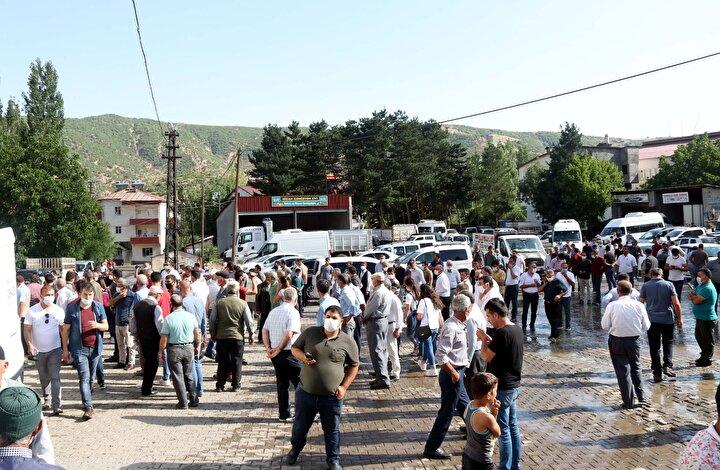 Pınarın cenazesi ilk olarak Hizan Merkez Camiine getirilerek burada cenaze namazı kılındı. Pınarın tabutu, kadınlar tarafından taşındı.