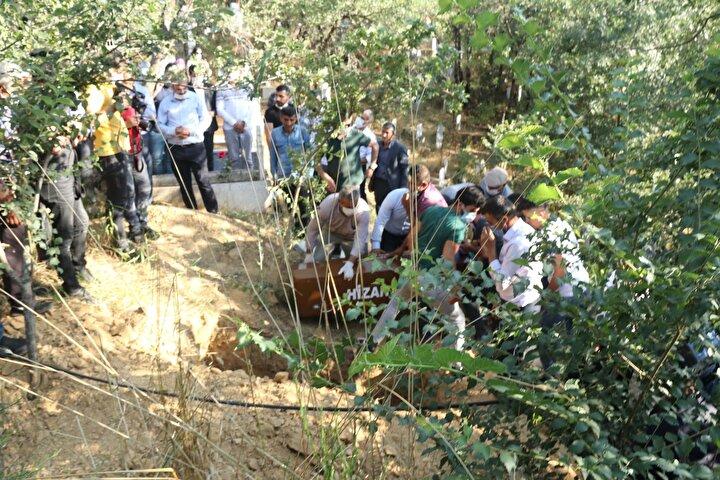 Muğla Sıtkı Koçman Üniversitesi İktisadi ve İdari Bilimler Fakültesi İktisat Bölümü öğrencisi Pınar Gültekin, geçen 16 Temmuz'da kaybolmuş, ailesinin başvurusu üzerine jandarma ve polis tarafından arama çalışması başlatılmıştı.