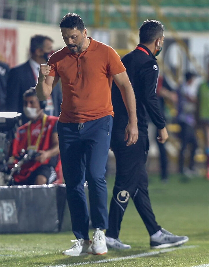 Fenerbahçenin teknik direktörü 1-1.5 ay önceden belli gibiydi. Ali Koçun açıklamalarından Erol Bulutla çoktan anlaşıldı gibi anlaşılıyor ama bu fikir değişmez demek değil