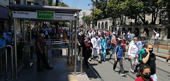 İstanbul Büyükşehir Belediyesinden yapılan açıklamaya göre, İstanbul Valiliği koordinasyonuyla Bağcılar-Kabataş Tramvayının Kabataş-Eminönü seferleri durduruldu.