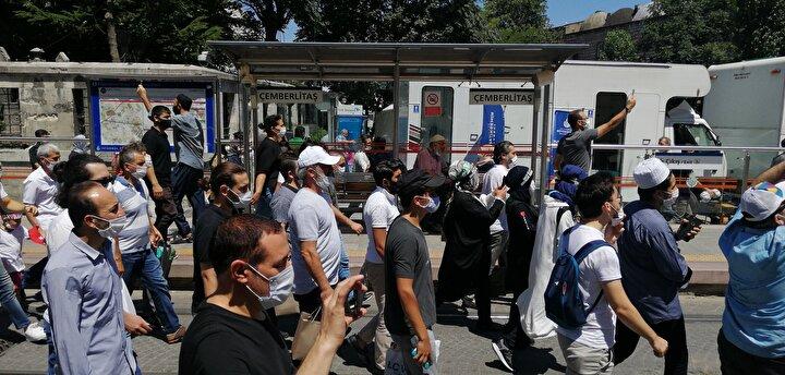 Bağcılar-Zeytinburnu ve Çapa-Akşemsettin arasında seferlerin devam ettiği bildirilirken, Haliç ve Şehzadebaşı metro istasyonları da kapatıldı.