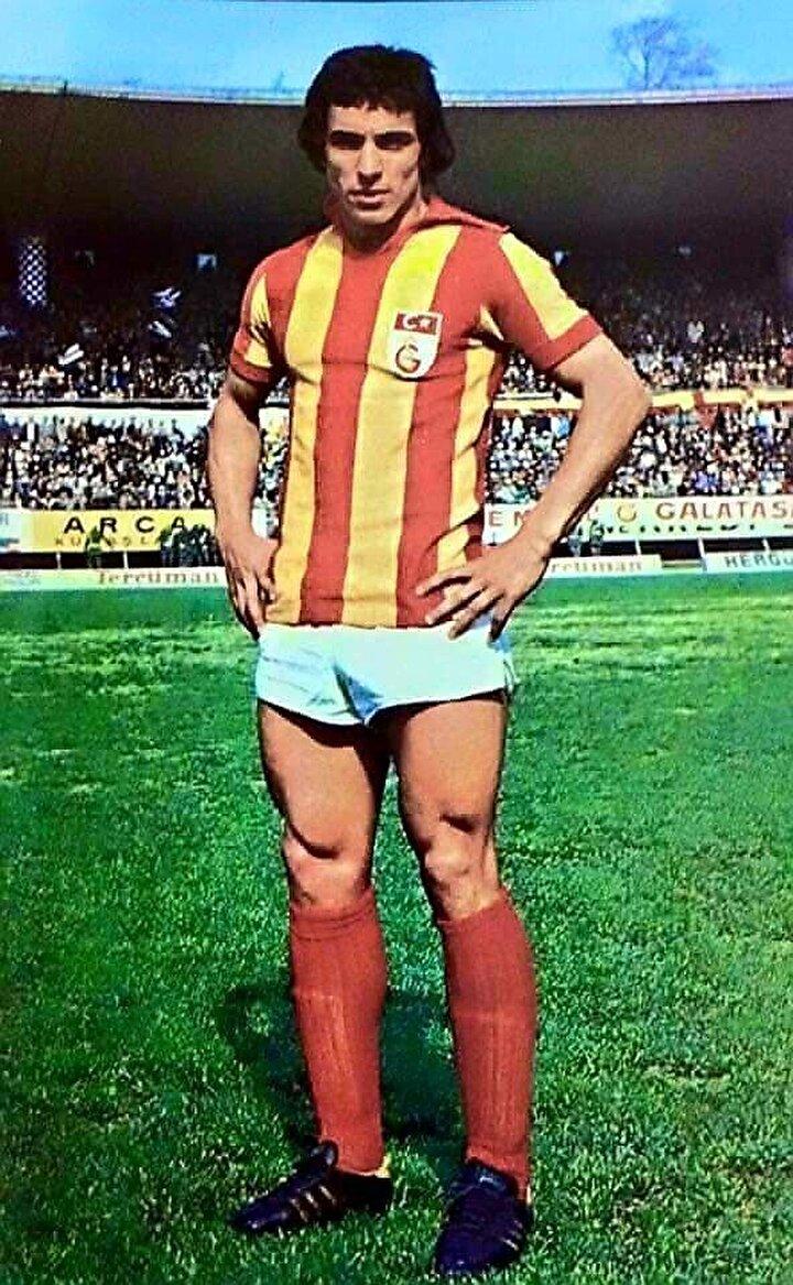Fransız ekibinde sahaya çıkan ilk Türk futbolcu Engin Verel olmuştu. Fenerbahçe ve Galatasaray'da forma giyen Verel, önce Hertha Berlin'e transfer olmuş ardından Andertlecht ile Avrupa macerasını sürdürmüş, daha sonra Lille'e geçmişti.