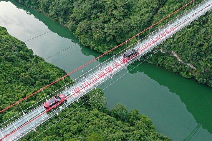 Köprünün ana işlevinin turizm olduğu belirtilirken yerel medyaya göre köprü üzerinde dört gözlem noktası bulunuyor.