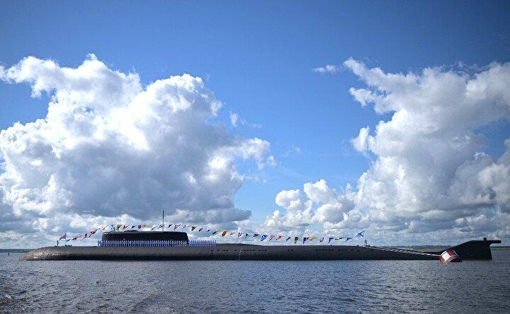 Rusya Devlet Başkanı Vladimir Putin, Rusya'nın en önemli günlerinden biri olarak kabul edilen 'Donanma Günü'nde St. Petersburg şehrinde düzenlenen törenlere katıldı.
