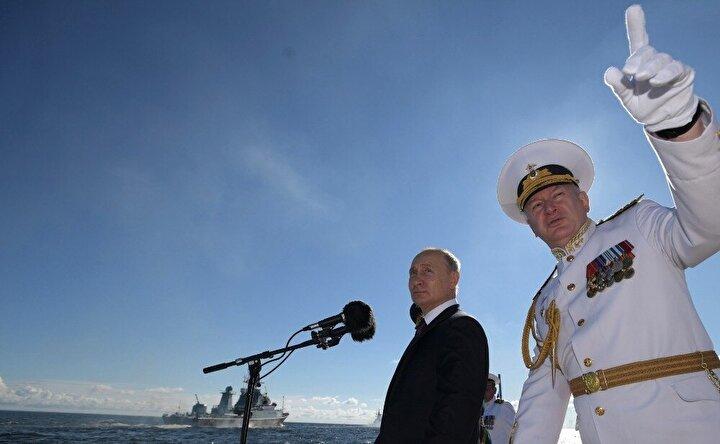 Tatbikat görüntülerinde gemilerden füzelerin fırlatılış anı, hedef yok etme, düşman gemilerine atış ve mevzilenme, karadan denize çıkarma gibi detaylar yer aldı.