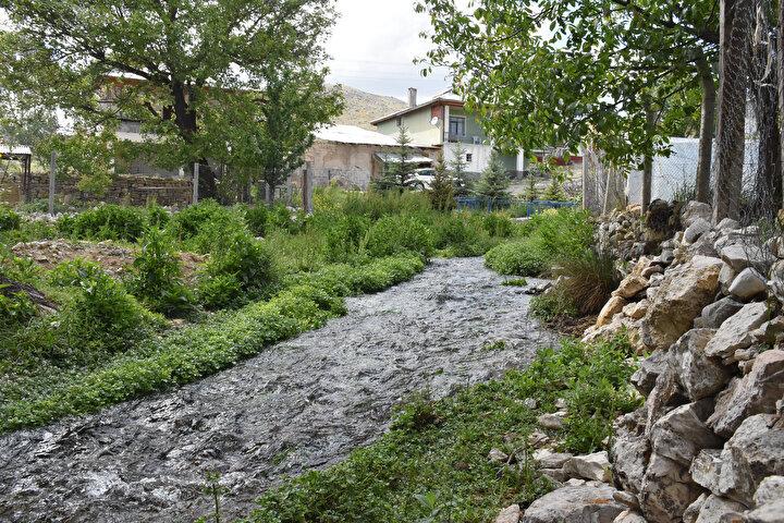 Genellikle su bolluğu nedeniyle mesire alanı olarak kullanılan köy şimdilerde ziyaretçilerini bekliyor. Köylüler boşa akıp giden kaynak sularının değerlendirilmesini istiyor.