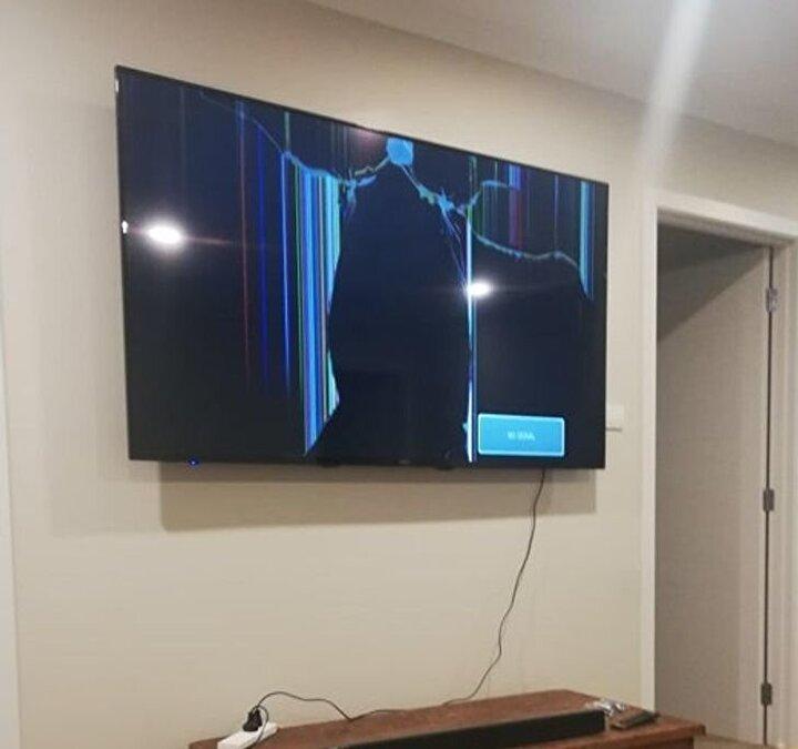 Saatler montajıyla uğraştıktan sonra ağız tadıyla bir televizyon keyfi yapmak istediğinizde karşılaştığınız görüntü.