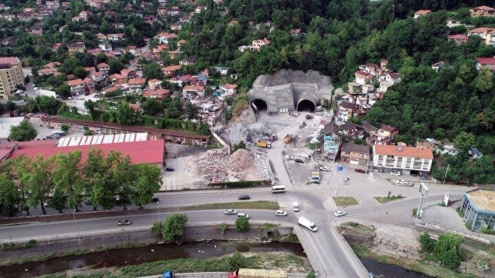 45 yıllık hayal gerçek oluyor 1975 yılında dönemin Zonguldak Belediye Başkanı Hüseyin Öztekin gündeme getirdiği, ancak yapılamayan Mithatpaşa Tünelleri, 45 yıl sonra bitme aşamasına geldi. Mithatpaşa-1 Tüneli´nde ışık görünürken, hemen yanındaki Mithatpaşa-2 Tüneli´nde ise ışığa 39 metre kaldı. Tünelin ışık görme töreninin, Ulaştırma ve Altyapı Bakanı Adil Karaismailoğlunun katılımıyla yapılması planlanıyor.