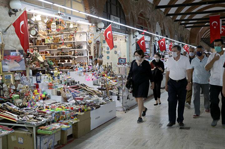 Yere oturarak sık sık camiyi fotoğraflayan ve Selimiyeyi muhteşem olarak niteleyen Satterfield, Eski Cami, Üç Şerefeli Cami, Edirne Büyük Sinagogu ve Sağlık Müzesini de ziyaret etti.