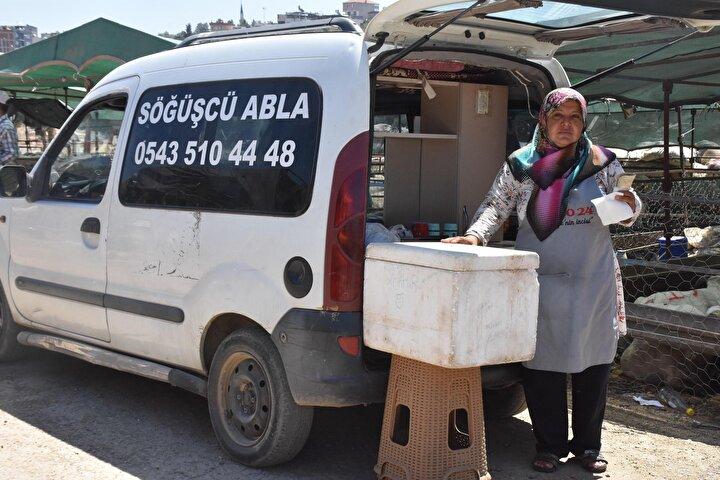 İzmirde yaşayan 3 çocuk annesi 58 yaşındaki Yıldız Koşar, 20 yıl önce eşinin vefatının ardından hayat mücadelesine başladı.
