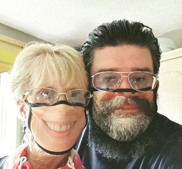 Kendi yüzlerinin bulunduğu maskeyle sosyal medyada fotoğraf paylaşmaya başlayan müşteriler, yeni tip maskeleri çok sevdiklerini belirtti.