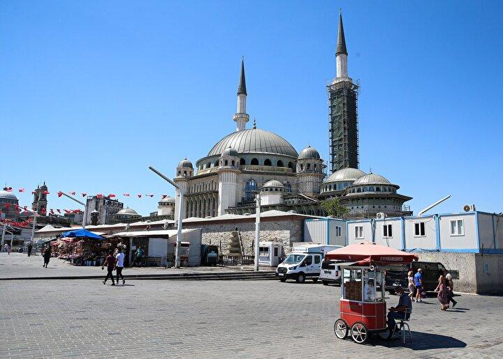 Mimarlar Şefik Birkiye ile Selim Dalaman imzasını taşıyan ve 2 bin 482 metrekare inşaat alanına sahip caminin yapımına devam ediliyor. Koronavirüs salgını nedeniyle 15 Martta ara verilen ve 1 Haziranda yeniden başlanan caminin inşaat çalışmaları, sosyal mesafe kurallarına uyularak sürdürülüyor.