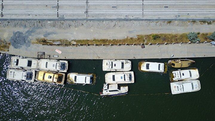 Burada bulunan taksilerin kimi battı kimi paslanarak çürümeye başladı. 2017 yılında da 4 tekne bilinmeyen bir nedenle yandı. Feshane kıyısında kaderine terk edilen deniz taksilerin son durumu havadan da görüntülendi.