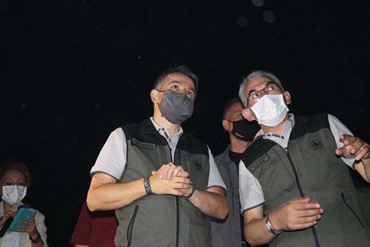 Ekipler canla başla yangını söndürmek için mücadele verirken, Tarım ve Orman Bakanı Bekir Pakdemirli, yangını bizzat koordine etti.
