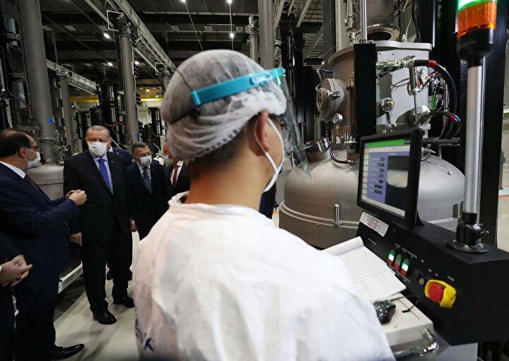 Cumhurbaşkanı Erdoğan, Ankaranın Sincan ilçesi Başkent Organize Sanayi Bölgesinde kurulan Kalyon Güneş Teknolojileri Fabrikasının açılış törenine katıldı.