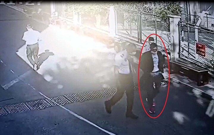 Kağıt toplayıcısı Alev Ş., av tüfeğini montunun arkasına gizleyip, geçen yıl boşandığı Ö.D.nin temizlik görevlisi olarak çalıştığı hastaneye gitti.