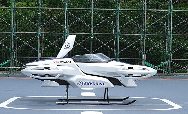 Japonyada uçan arabanın yolculu deneme uçuşu yapıldı. Aracın yerden 1-2 metre yükseldiği ve ağla kaplı bir alanda 4 dakika boyunca havada kaldı.