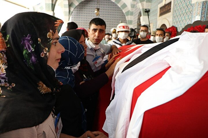 Şehit için Muğdat Camiinde tören düzenlendi. Ailesinin yaşadığı Toroslar ilçesine bağlı Halkkent Mahallesindeki evine getirilen şehidin cenazesi, daha sonra tören için Muğdat Camiine getirildi.
