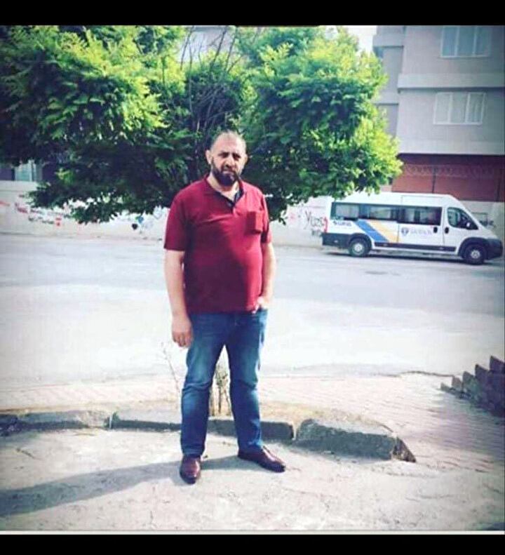 Şüpheliyi yakalama çalışması devam ederken, Samsundaki cinayet ile ilgili Trabzonda, şüpheli A.C.ye yardım ve yataklık ettiği iddia edilen 1i kadın 3 şüpheli yakalanarak gözaltına alındı. Trabzondaki işlemleri tamamlanan şüpheliler, İ.K.(41), E.C.(24) ve Ş.E. (34), Samsun İl Emniyet Müdürlüğüne teslim edildi. Emniyetteki işlemleri tamamlanan 3 şüpheli, adliyeye sevk edildi.