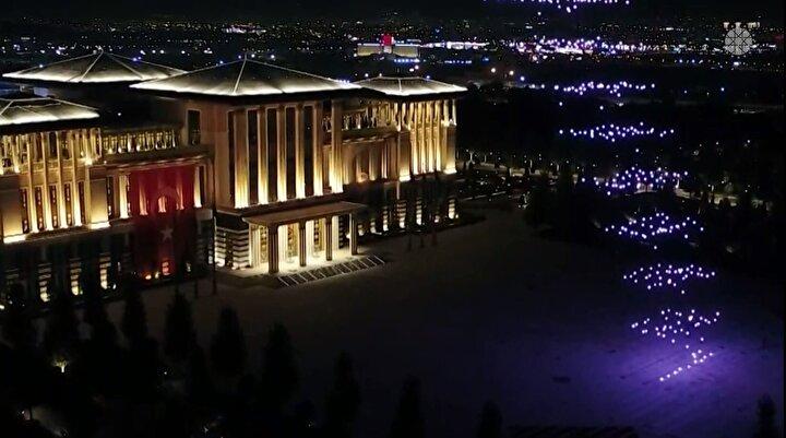 İletişim Başkanlığının 15 Temmuz Demokrasi ve Milli Birlik Gününde Kuleli yerleşkesinde 200 İHA ile yaptığı gösterinin ardından Türkiyede 30 Ağustosta 300 İHA ile bu kadar büyük çapta gösteri ilk kez düzenlendi.