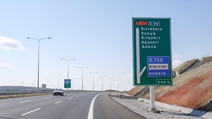 """Karaismailoğlu, """"Marmara, Karadeniz, İç Anadolu, Akdeniz ve Güneydoğu Anadolu bölgelerini birbirine bağlayan, uluslararası öneme sahip bir ulaşım ağını hizmete sunmuş olacağız. Daha da önemlisi bu otoyol, güzergahı üzerindeki şehirleri bağlayacak, ticaretini ve ekonomisini büyütecek bir uluslararası ticaret otoyolu haline gelecek şeklinde konuştu."""