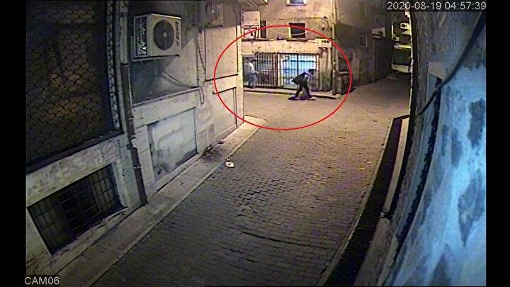 Asayiş Şube Müdürlüğü Hırsızlık Büro Amirliği ekipleri, il genelinde farklı telefoncularda da meydana gelen hırsızlık olaylarının yansıdığı güvenlik kamerası kayıtlarını inceledi.