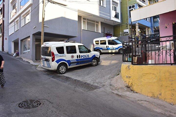 İhbar üzerine adrese çok sayıda sağlık ve polis ekibi sevk edildi. Sağlık ekipleri Sarızeybekin hayatını kaybettiğini belirledi.