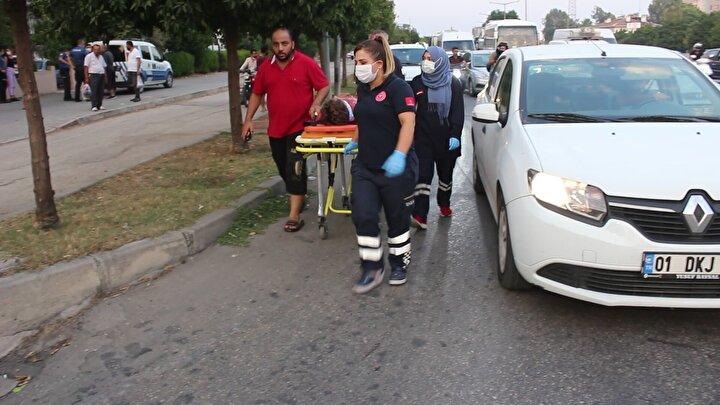 Olayı gören diğer apartman sakinleri durumu polis ve sağlık ekiplerine bildirdi.