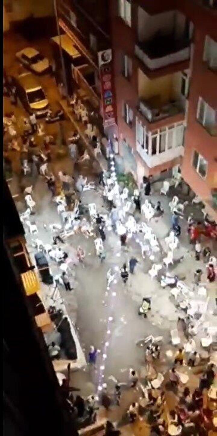 Edinilen bilgiye göre, dün akşam sokak ortasında düzenlenen düğünde taraflar arasında sebebi tespit edilemeyen tartışma kavgaya dönüştü.