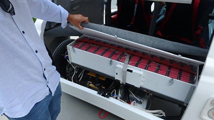 Şebekeden direk olarak 5 ile 6 saat içerisinde bataryalarını yüzde yüz şarj edebilen otomobil, hızlı şarj teknoloji sayesine ise yarım saat gibi kısa bir sürede de şarj edilebiliyor.