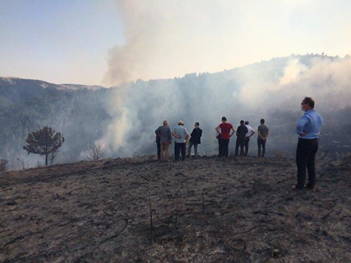 UMKE, AFAD ekiplerinin de destek verdiği çalışmalarda 112 Acil Servis ekipleri de bölgede bekletiliyor.