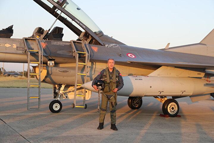 Akar, bugüne kadar gerçekleştirdikleri başarılı görevlerden dolayı personeli kutlayarak yeni uçuş yıllının da başarılı geçmesi temennisinde bulundu.