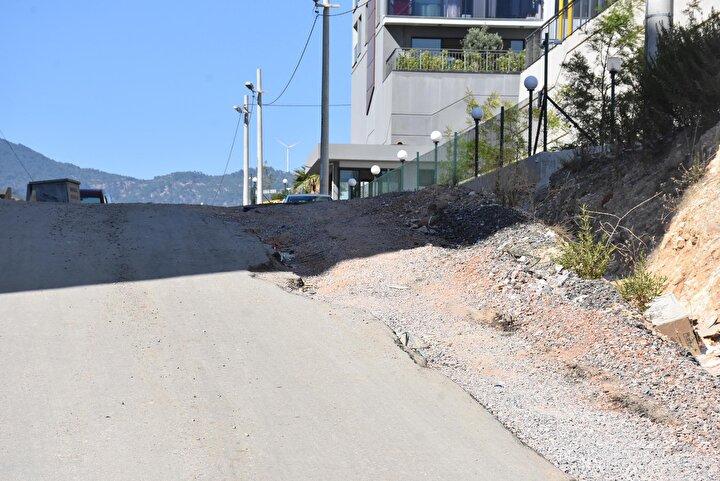Hakan Atacan ise, Her gün arabamla bu yoldan gidip geliyorum. Tecrübesiz biri olsa yolun bozuk olmasından dolayı aşağı düşer. Yol kayması da var. Birkaç kere şikayet ettim. Fakat ne arayan ne soran var dedi.