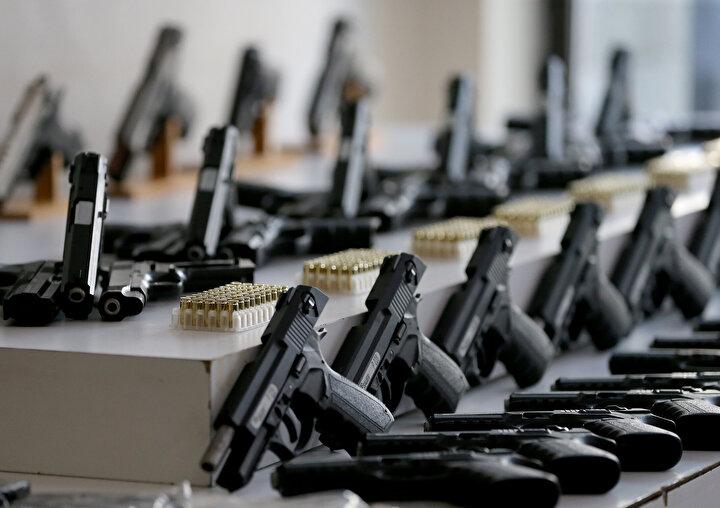 İstanbul Organize Suçlarla Mücadele Şube Müdürlüğü ekipleri, Sultangazide bir atölyede üretilen silahların piyasaya sürüleceği bilgisi üzerine çalışma başlattı.