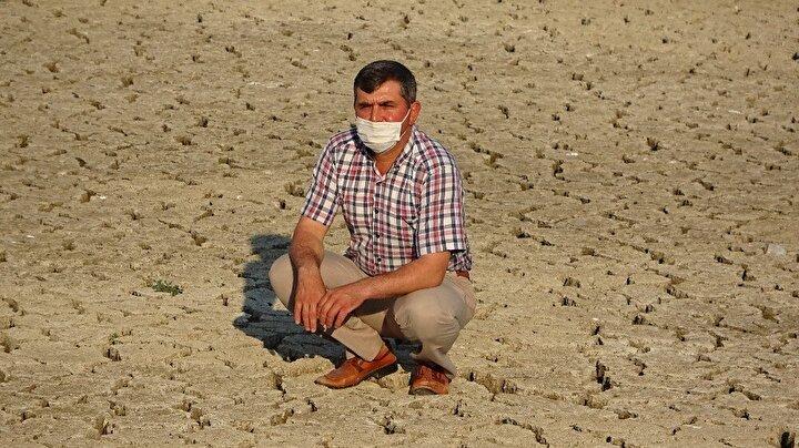 Mudanya ilçesine bağlı Dedeköy, Hasköy ve Ülküköyde 3 bin dönüm arazinin sulanmasını sağlayan baraj, bu yıl aşırı kuraklık ve barajın seviyesini yükselten mil sebebiyle tamamen kurudu.