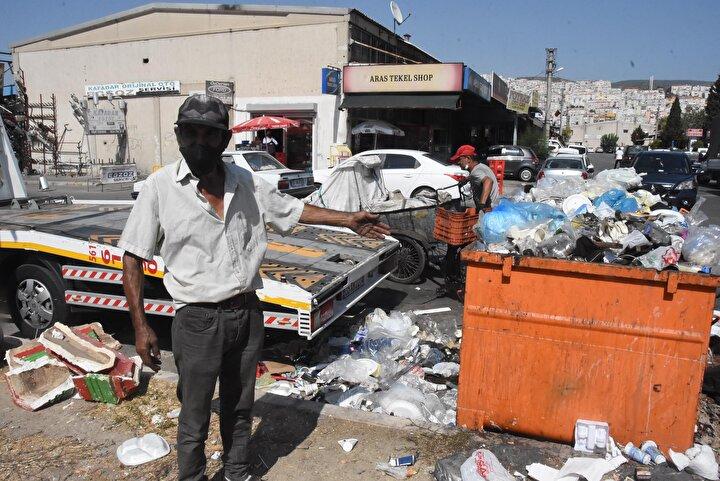 Sitedeki esnaflardan Nezih Gökçen, Her sene belediye işçileri grev yapıyorlar ve çöp toplamıyorlar. Buranın pisliğinden bıktık. Çöp kutuları taşıyor, koku oluyor. Bazen arabalar bile zor geçiyor dedi.