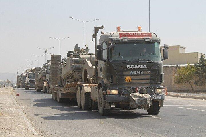 Yaklaşık 40 tank yüklü iki TIR konvoyu bugün öğleden sonra Suriye sınırından ayrıldı.