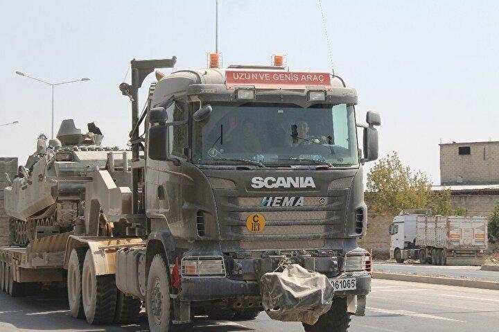 Suriye sınırındaki Hatay'ın Reyhanlı ve Kumlu ilçelerinde konuşlu tanklar, TIRlara yüklenerek Edirne istikametine doğru yola çıktı.