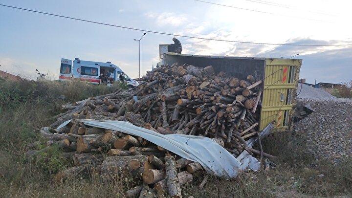 Kazayı gören vatandaşların ihbarı üzerine olay yerine polis, itfaiye ve sağlık ekibi sevk edildi.