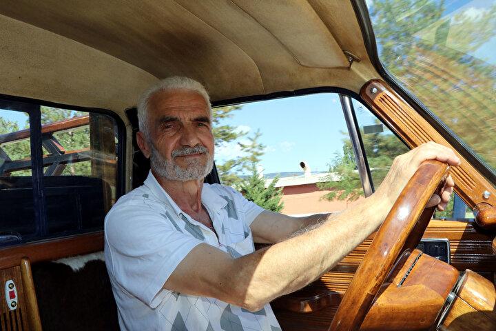 Anadol marka araçlara merakı olduğunu, bundan 5 yıl önce kamyoneti aldığını aktaran Maraz, Aracı aldığımda çalışmaz vaziyetteydi. Bu aracı 2 bin 500 liraya aldım. Arabanın her yerini söktüm, boyasını da içindeki mobilyasını da kendim yaptım. dedi.