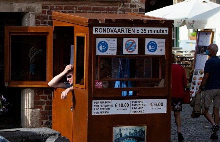 Avrupa Komisyonunun resmi verilerine göre otel, tur operatörleri ve restoranlar gibi hizmet sektöründeki şirketler yılın ilk altı ayında yüzde 85 ila 90 kayba uğradı. Sektörde işini kaybedenlerin sayısının 6 milyon civarında olduğu tahmin ediliyor.